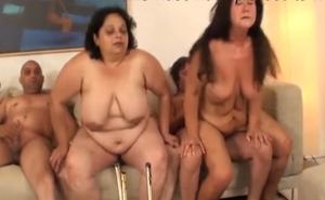 imagen Orgía casera con dos maduras gorditas