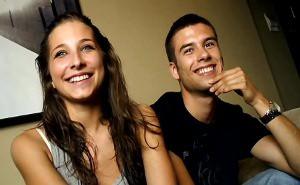 imagen El estreno delante de una cámara de una joven pareja española